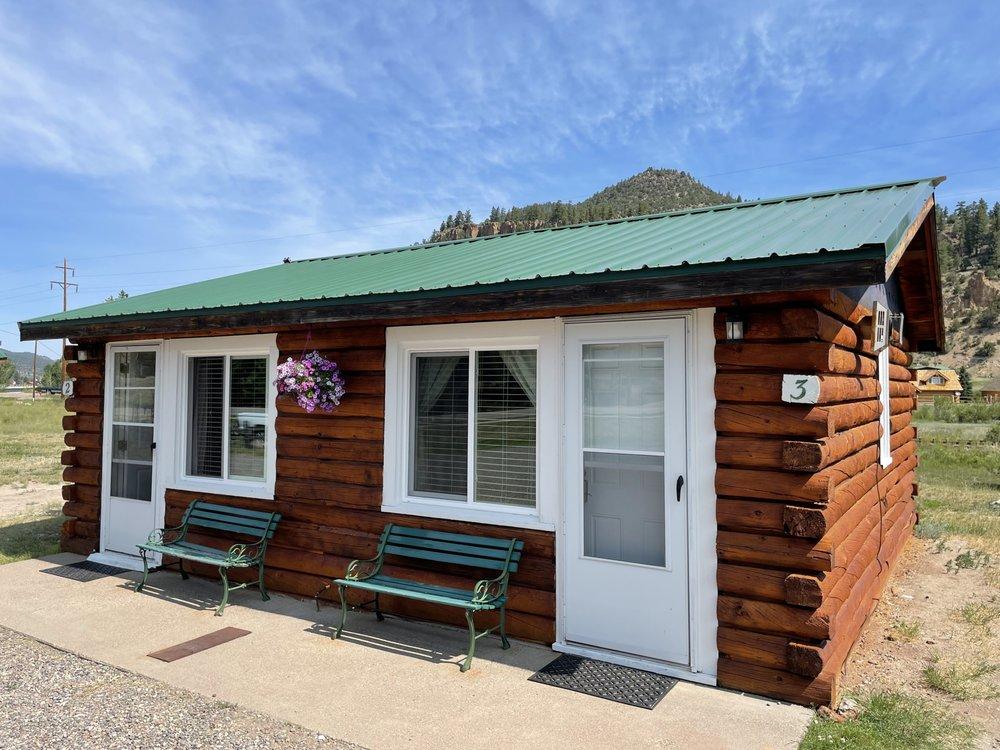Aspen Ridge Cabins: 710 CO-149, South Fork, CO