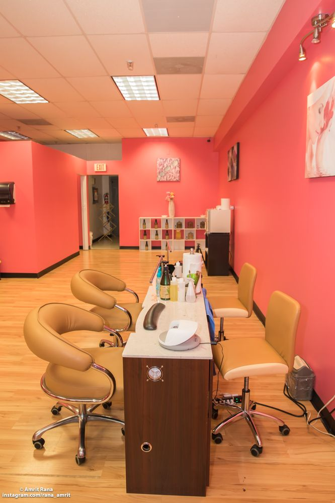 Mid Town Threading & Nail Spa: 749 Saybrook Rd, Middletown, CT