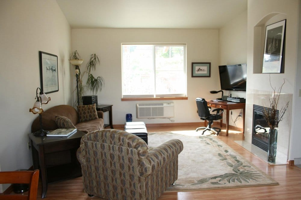 Allyn House Inn - 10 Photos - Vacation Rentals - 18350 SR3