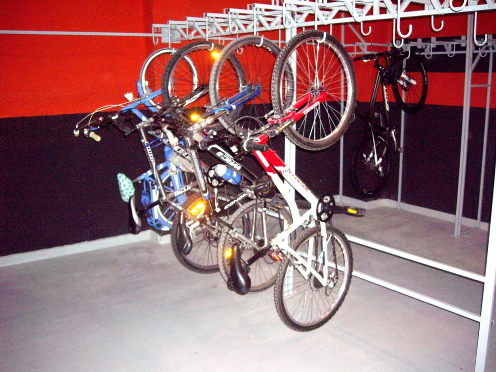 parking motos, bicis y lavado de motos y bicis - Parking