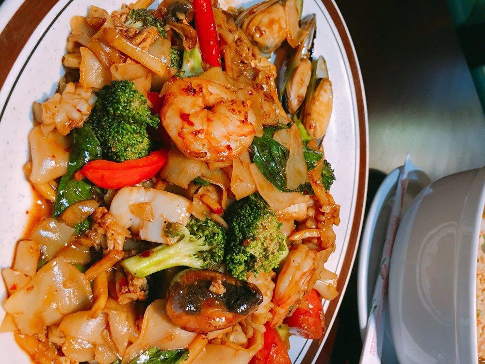 BMG Thai Asian Restaurant: 16212 Bothell Everett Hwy, Mill Creek, WA