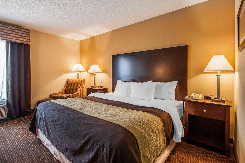 Comfort Inn & Suites: 3400 S Rangeline Rd, Joplin, MO