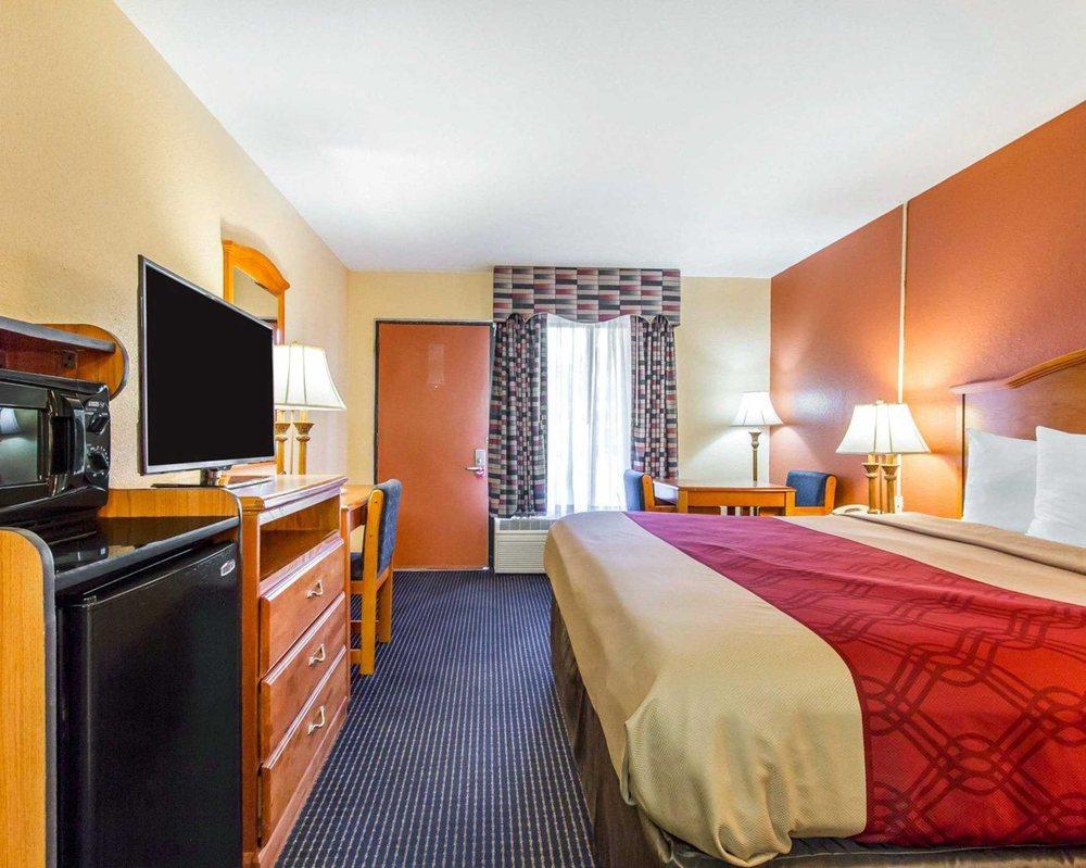 Econo Lodge Inn & Suites: 215 Hwy 83, Evergreen, AL