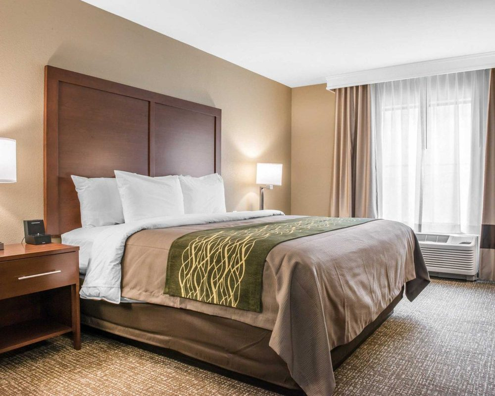 Comfort Inn & Suites: 1100 Banksville Rd, Pittsburgh, PA