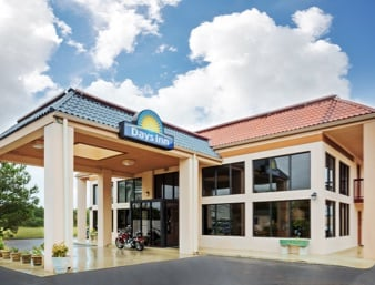 Days Inn by Wyndham Clinton: 508 Southeast Blvd, Clinton, NC