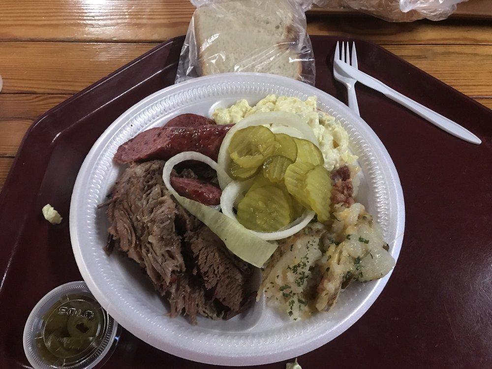 McBee's Bar-B-Que: 1303 Zanderson Ave, Jourdanton, TX