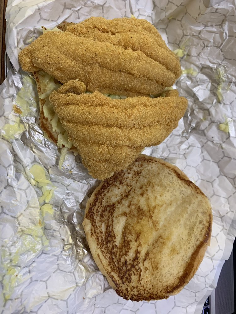 Gino's Hamburgers & Catfish: 128 W Reed Rd, Greenville, MS