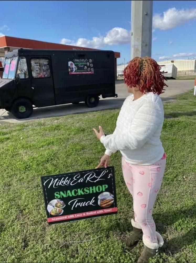 NikkiEarl Snack Shop Truck: 309 US-82, Greenville, MS