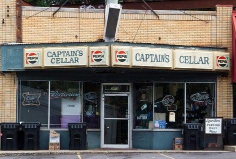 Captain's Cellar: 2915 Brownsboro Rd, Louisville, KY