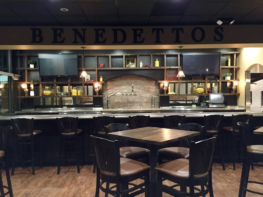 Photos for benedetto 39 s on main yelp for Table 6 wildwood mo