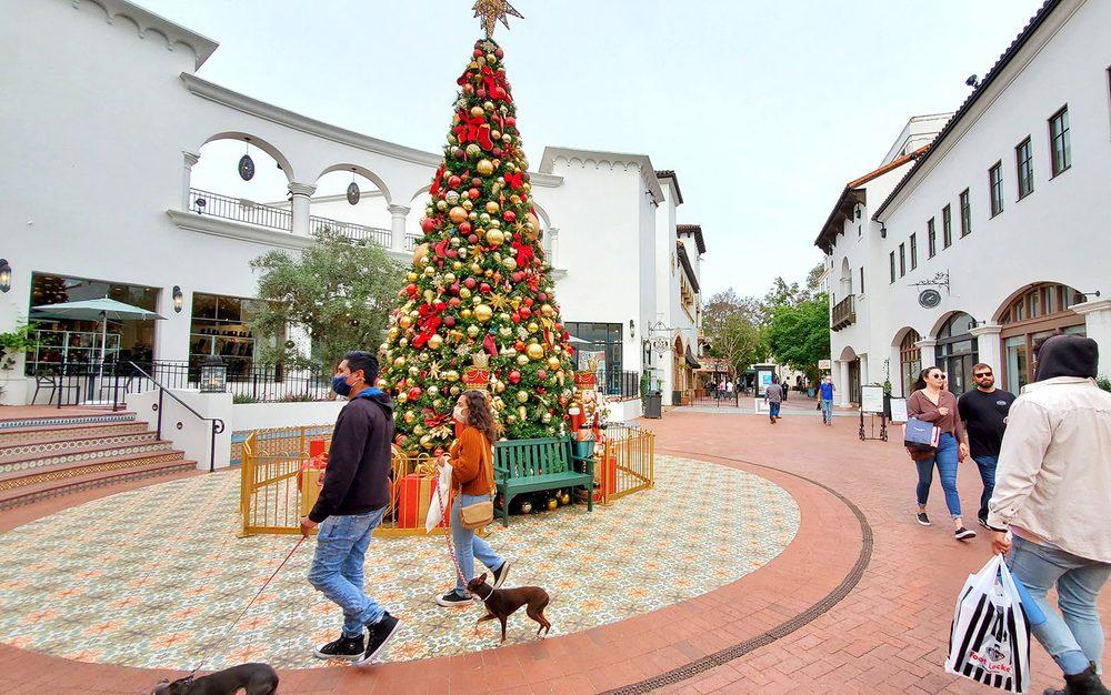 Paseo Nuevo Shopping Center