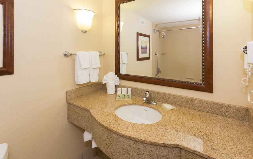 Photo Of Hilton Garden Inn Buffalo Airport Ny United States Bathroom