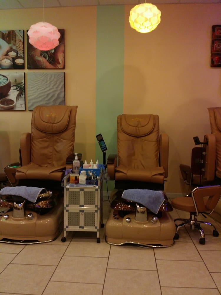 Luxe Nails and Spa: 22918 Michigan Ave, Dearborn, MI