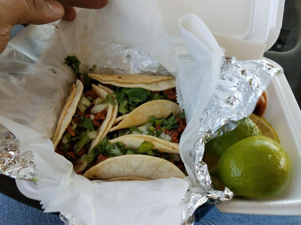 La Campechanita: 2008 Chico Hwy, Bridgeport, TX