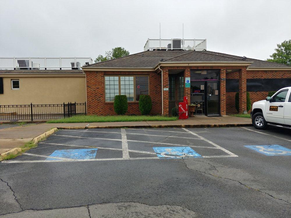 Burleigh's Restaurant: 11139 Marsh Rd, Bealeton, VA