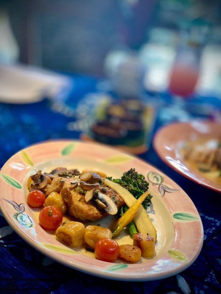 Mama's Fish House: 799 Poho Pl, Paia, HI