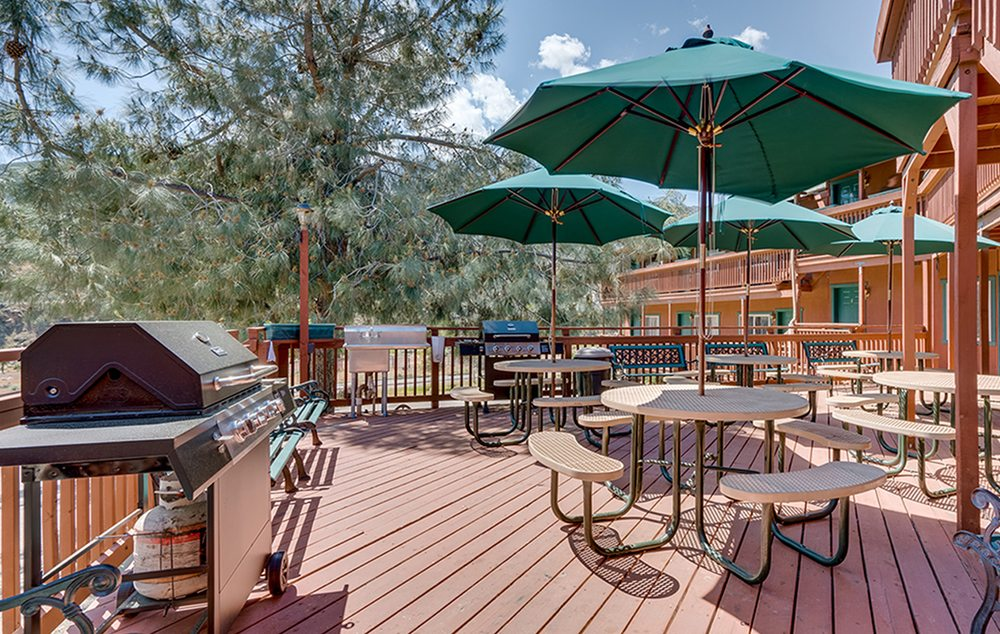 Corral Creek Lodge: 15 5 Mile Mountain 99, Kernville, CA