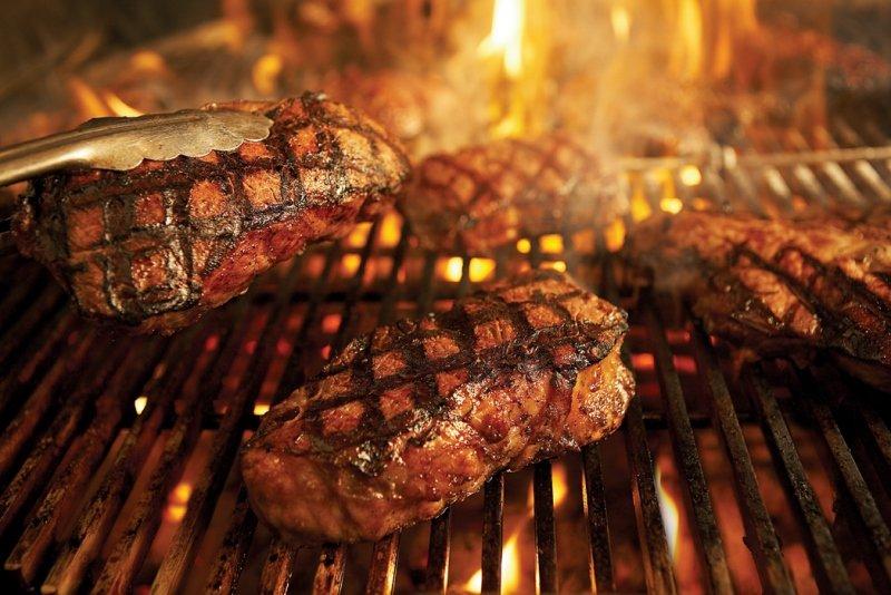 Weber Holzkohlegrill Steak Grillen : Weber grill raiffeisen markt loxstedt