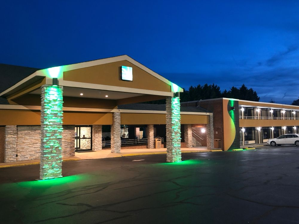 Quality Inn South Boston - Danville East: 2001 Seymour Drive, South Boston, VA