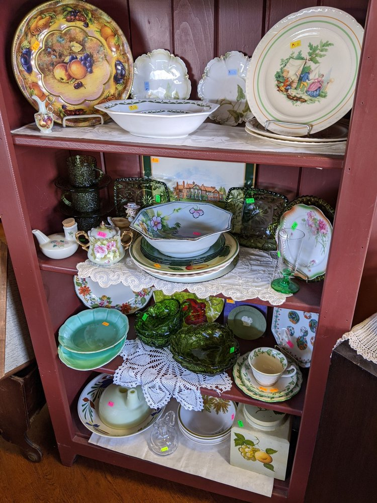 Country Gift & Thrift Shoppe: 5602 Old Philadelphia Pike, Gap, PA