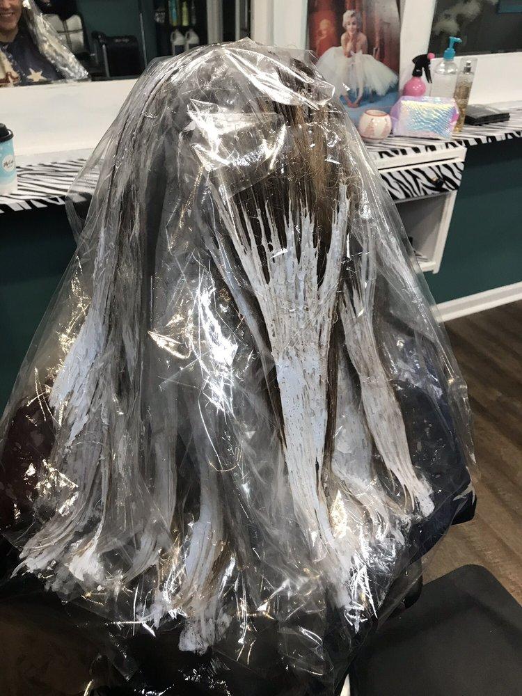 Bombshell Beauty Salon: 109 Quinn Dr, Nicholasville, KY
