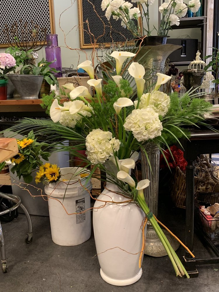 La Mesa Floral Design Shoppe: 8759 La Mesa Blvd, La Mesa, CA