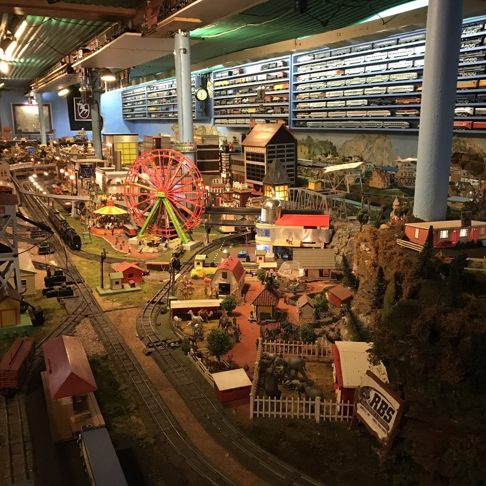 The Toy Train Barn Museum: W9141 Hwy 81, Argyle, WI