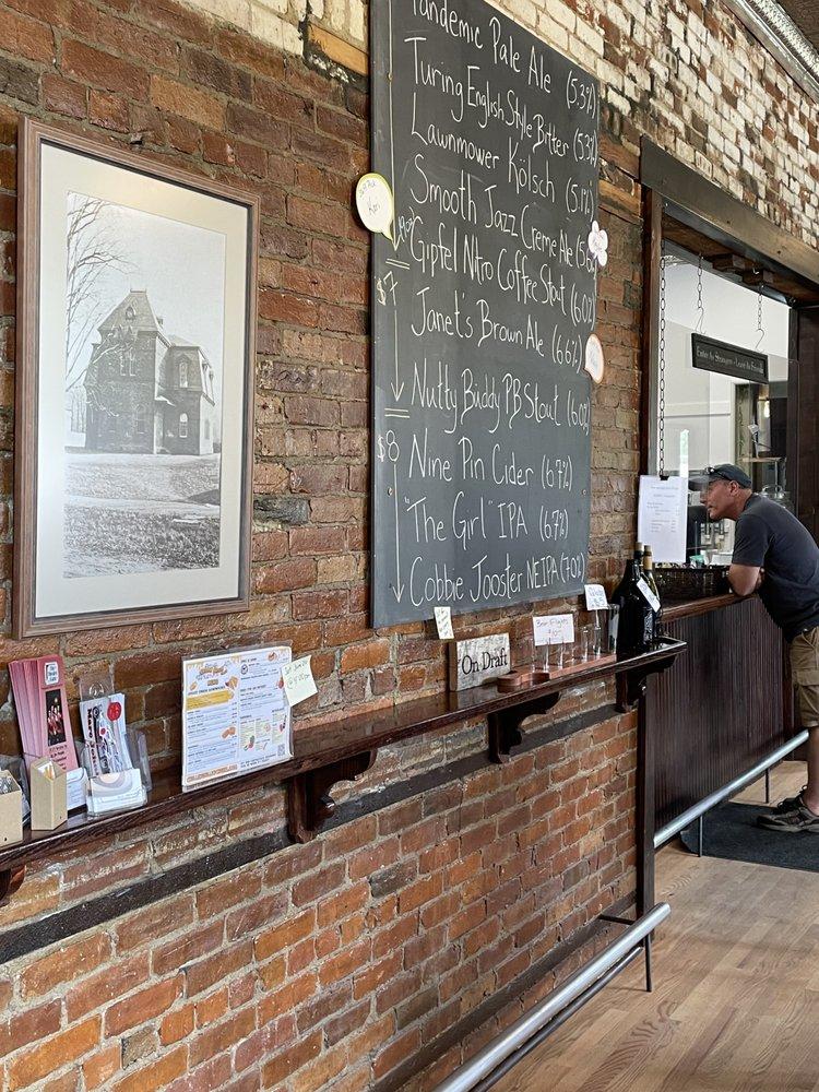 Roaring 20's Brewery & Taphouse: 565 US-20, New Lebanon, NY