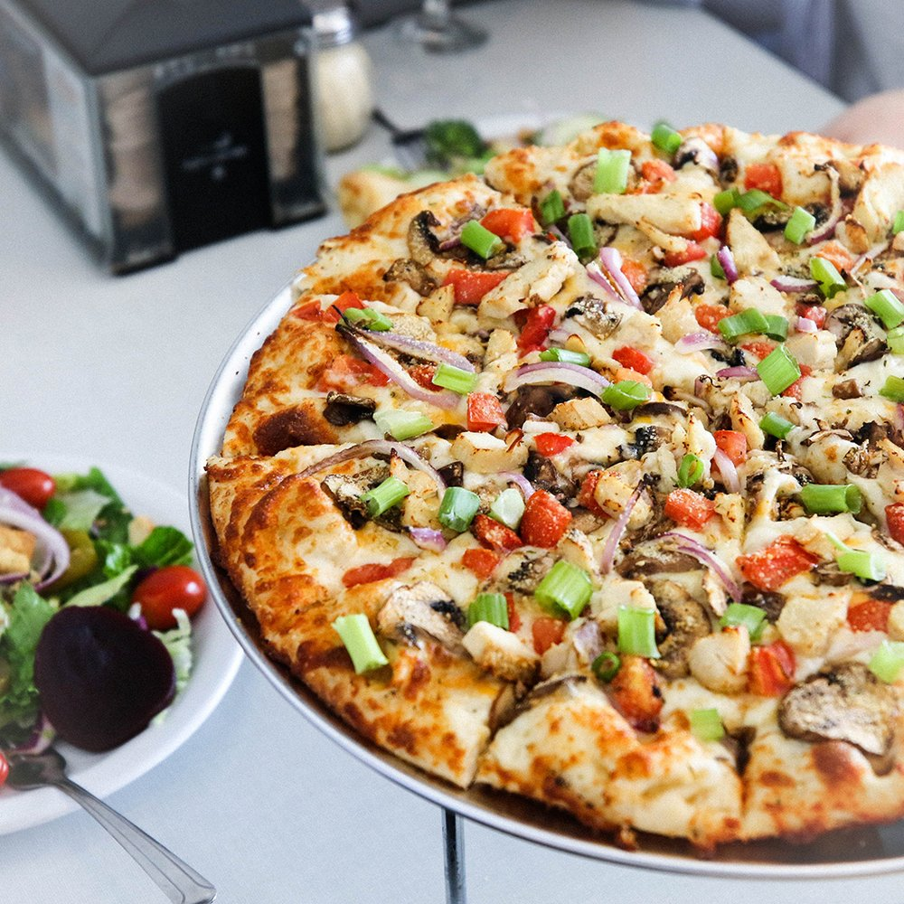 Round Table Pizza: 120 Nugget Ln, Weaverville, CA
