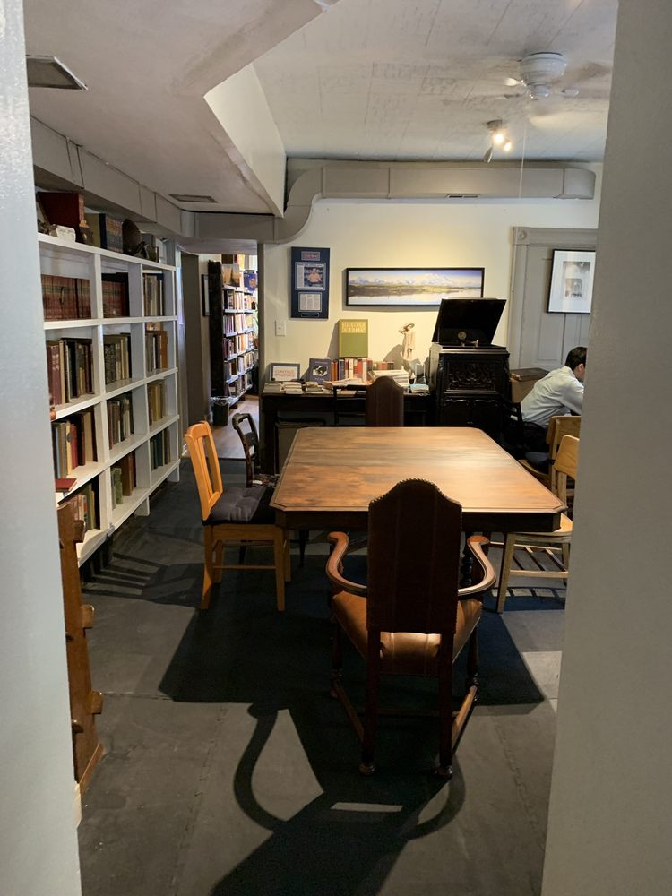 Roebling Point Books and Coffee: 306 Greenup St, Covington, KY
