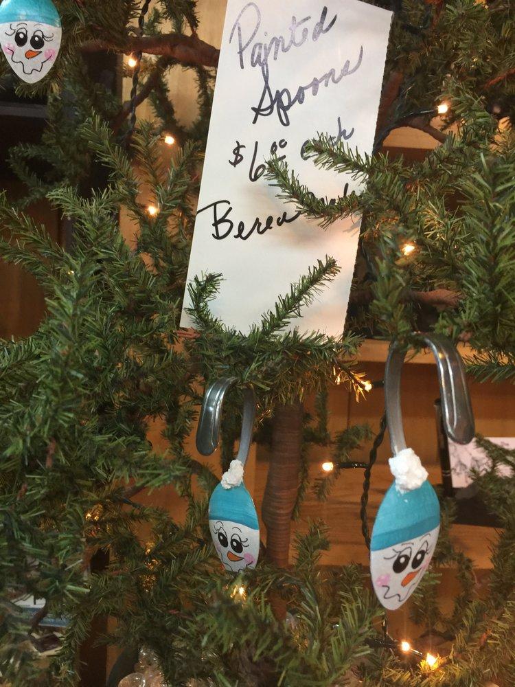 Honeysuckle Vine: 303 N Broadway St, Berea, KY