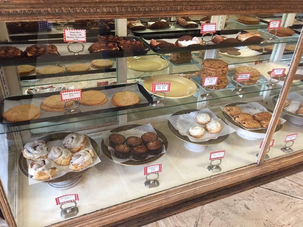 The Family Bakery: 101 E Jackson St, Gate City, VA