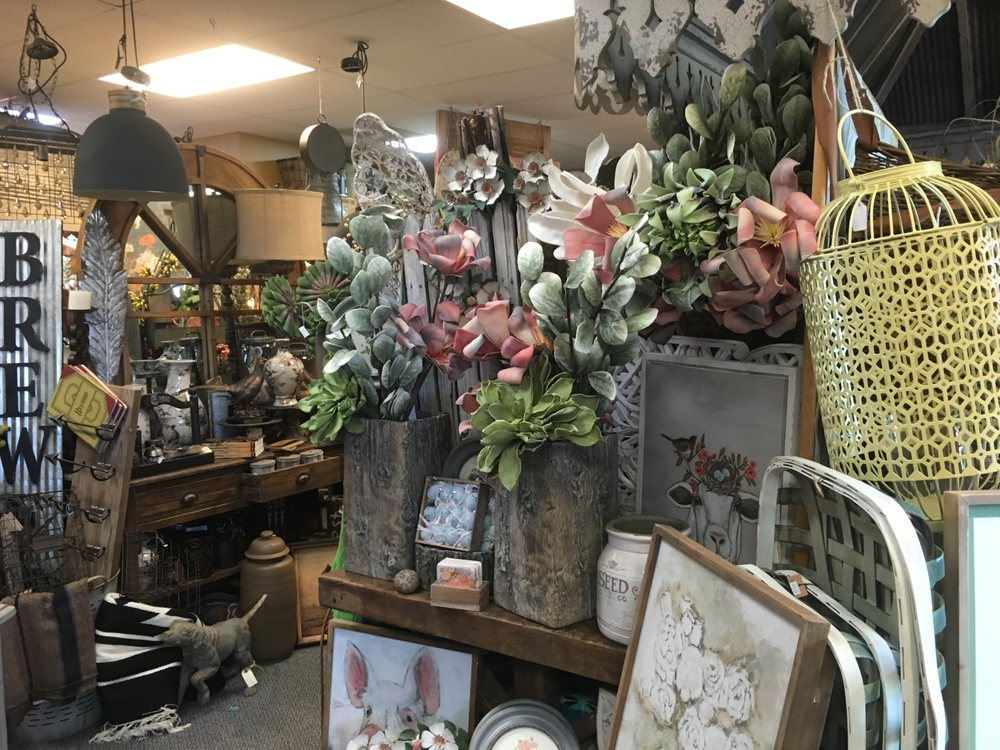 Montana Rustic Accents: 637 N 9th St, Columbus, MT