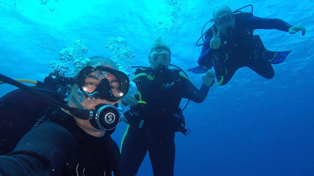 Divers West: 257 S Rosemead Blvd, Pasadena, CA