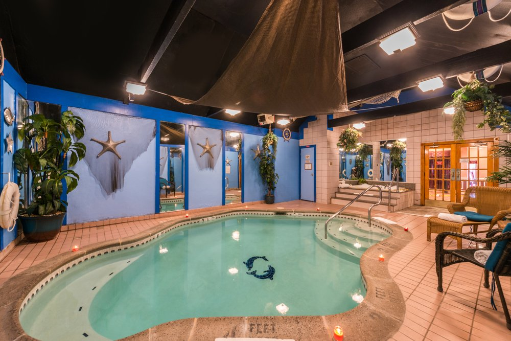 Inn of the Dove - Romantic Suites with Jacuzzi & Fireplace: 3901 Old Street Rd, Bensalem, PA