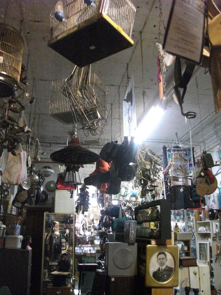 La boutique du collectionneur antiquaires 4569 for Boutique meuble rue st laurent montreal