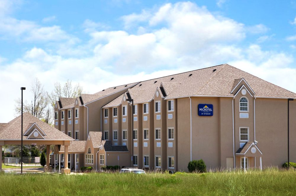 Microtel Inn & Suites by Wyndham Claremore: 10600 East Mallard Lake Road, Claremore, OK