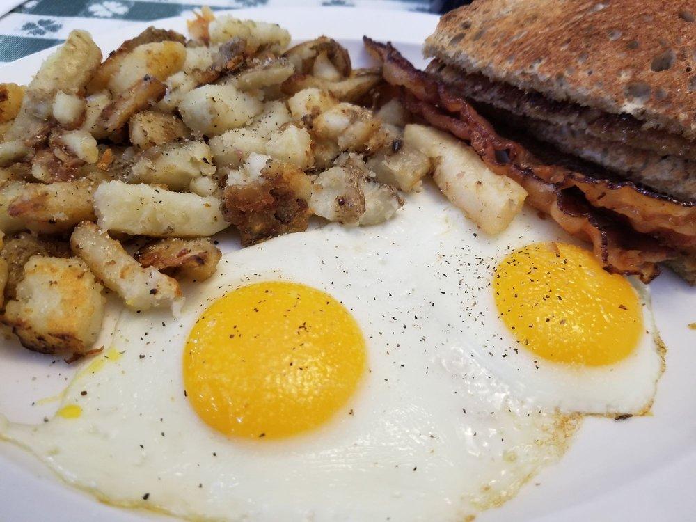 Linda's Family Diner: 1 Alleghany Rd, Corfu, NY