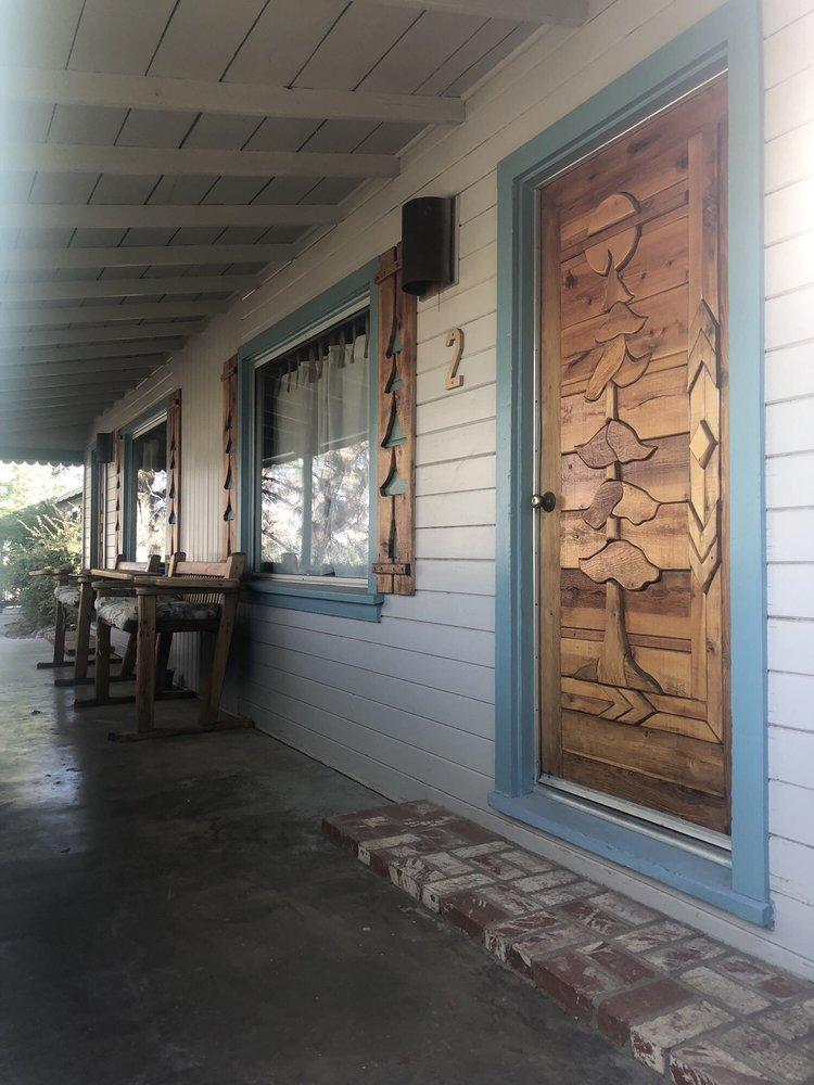 Sierra Gateway Cottages: 13512 Sierra Way, Kernville, CA