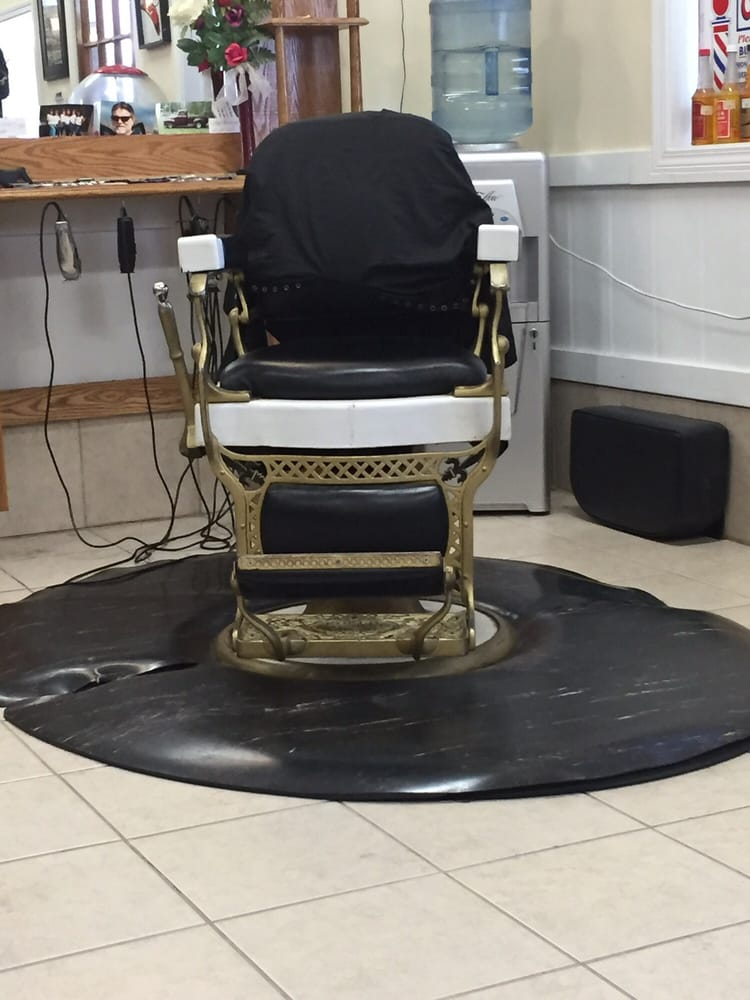 Route 22 Barber Shop: 201 Hwy 22 W, Madisonville, LA
