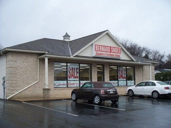 Bernards Shoes: 5300 Hamilton Blvd, Allentown, PA