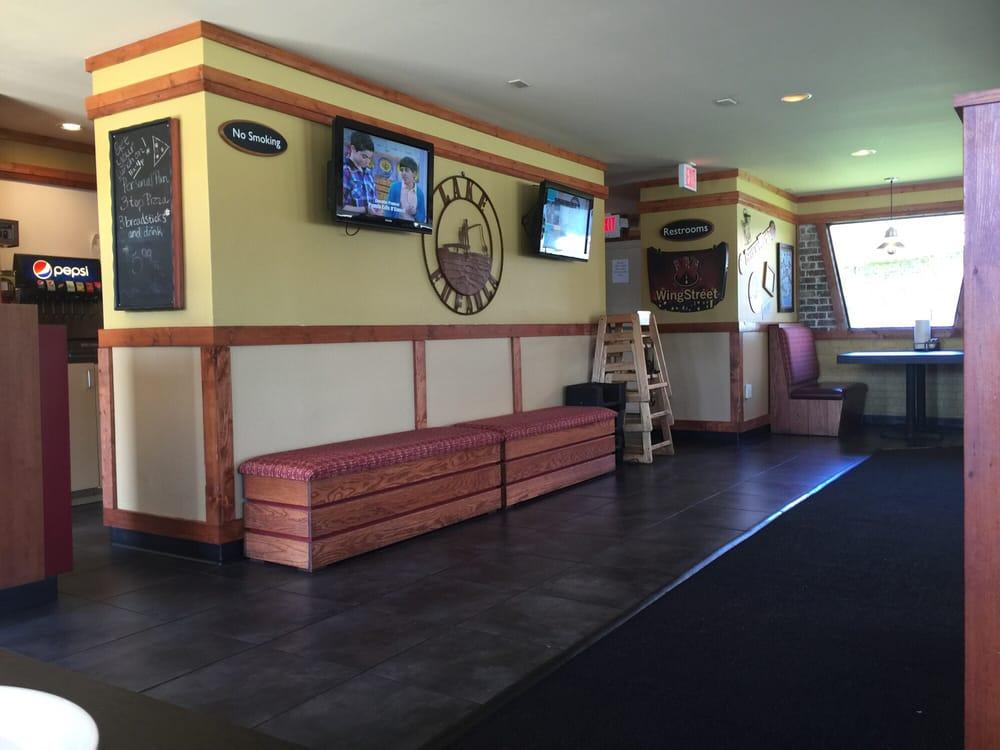 Pizza Hut: 1110 S Eufaula Ave, Eufaula, AL