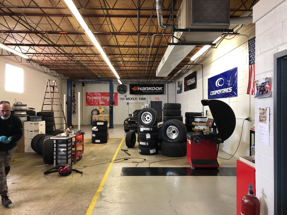 Tire Service: 150 Seegers Ave, Elk Grove Village, IL
