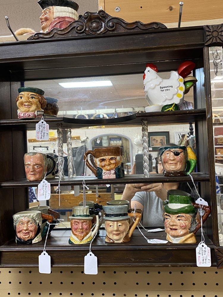 Grapevine Antiques & Craft Mall: 137 Erin Ln, Brodheadsville, PA