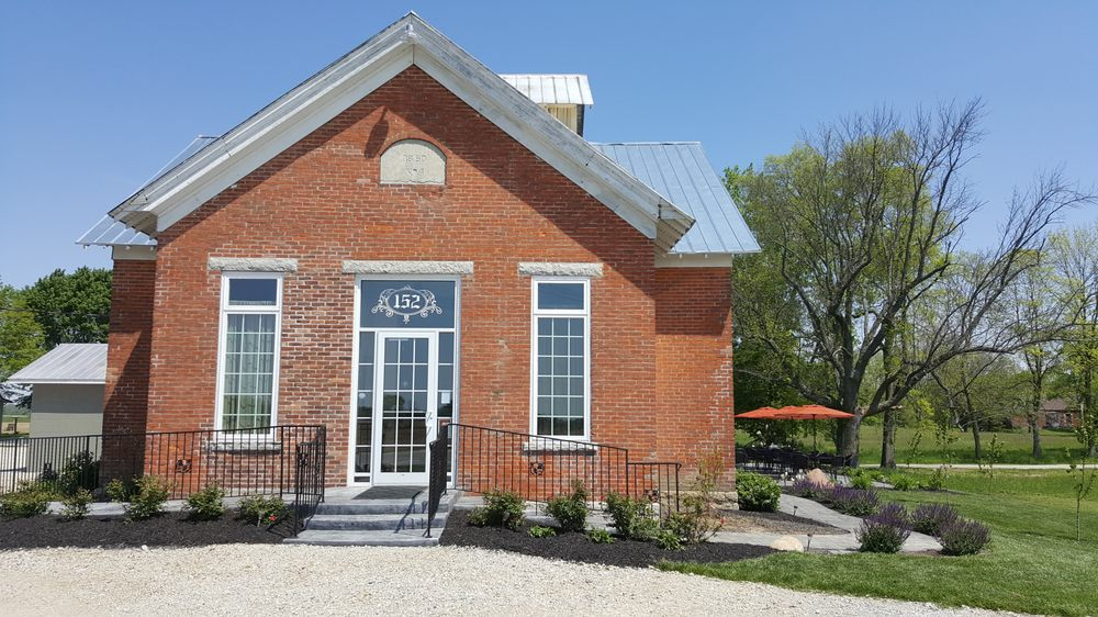 Olde Schoolhouse Vineyard & Winery: 152 State Route 726, Eaton, OH