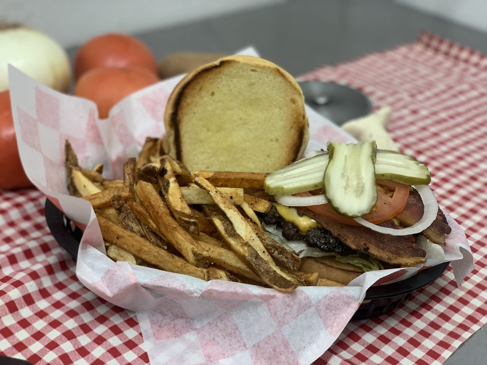 Sam's Pizza Pub & Restaurant: 401 Burchwood Bay Rd, Hot Springs, AR