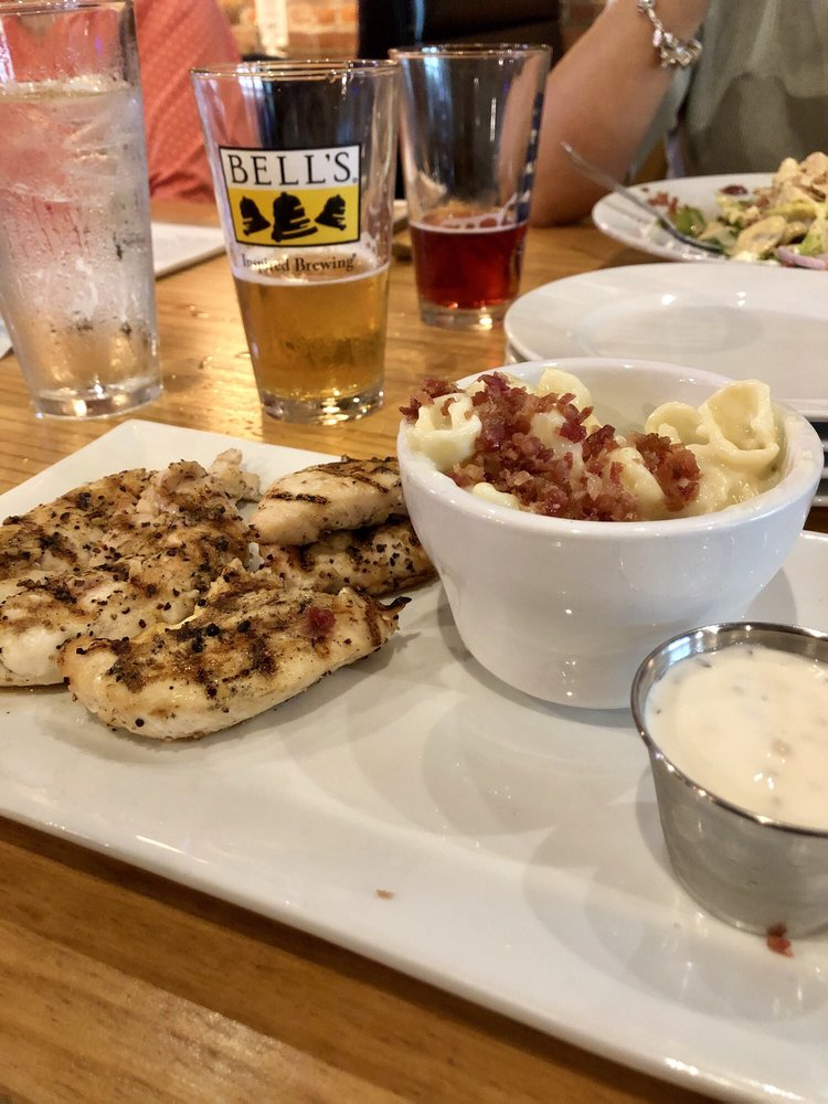 Dillys Restaurant and Bar: 117 W Rochester St, Akron, IN