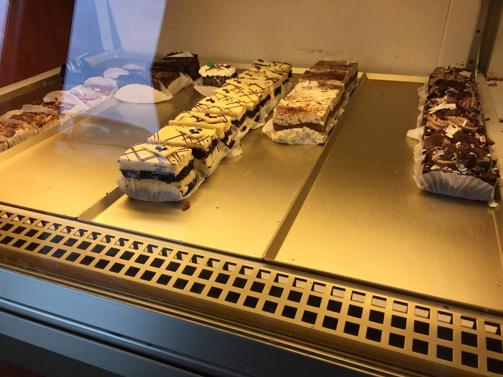 Servatii Pastry Shop & Deli: 2941 Dixie Hwy, Crestview Hills, KY