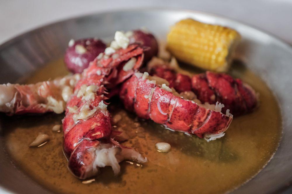 Hook & Reel Cajun Seafood & Bar: 687 W Edgar Rd, Linden, NJ
