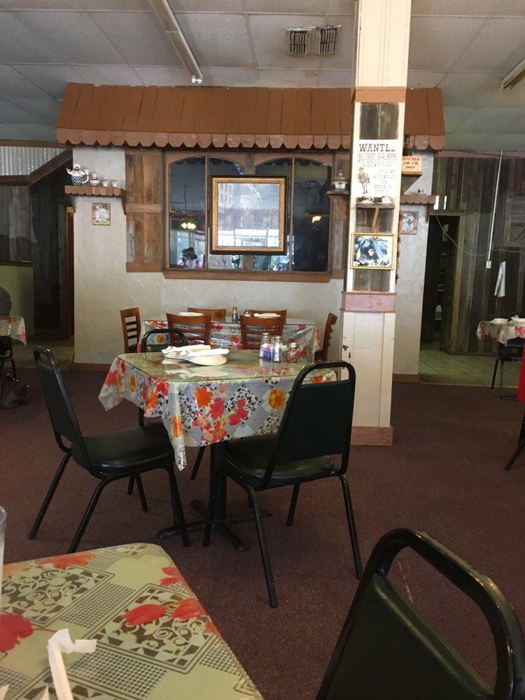 Italian Bistro: 106 N Walnut St, Clarksville, TX